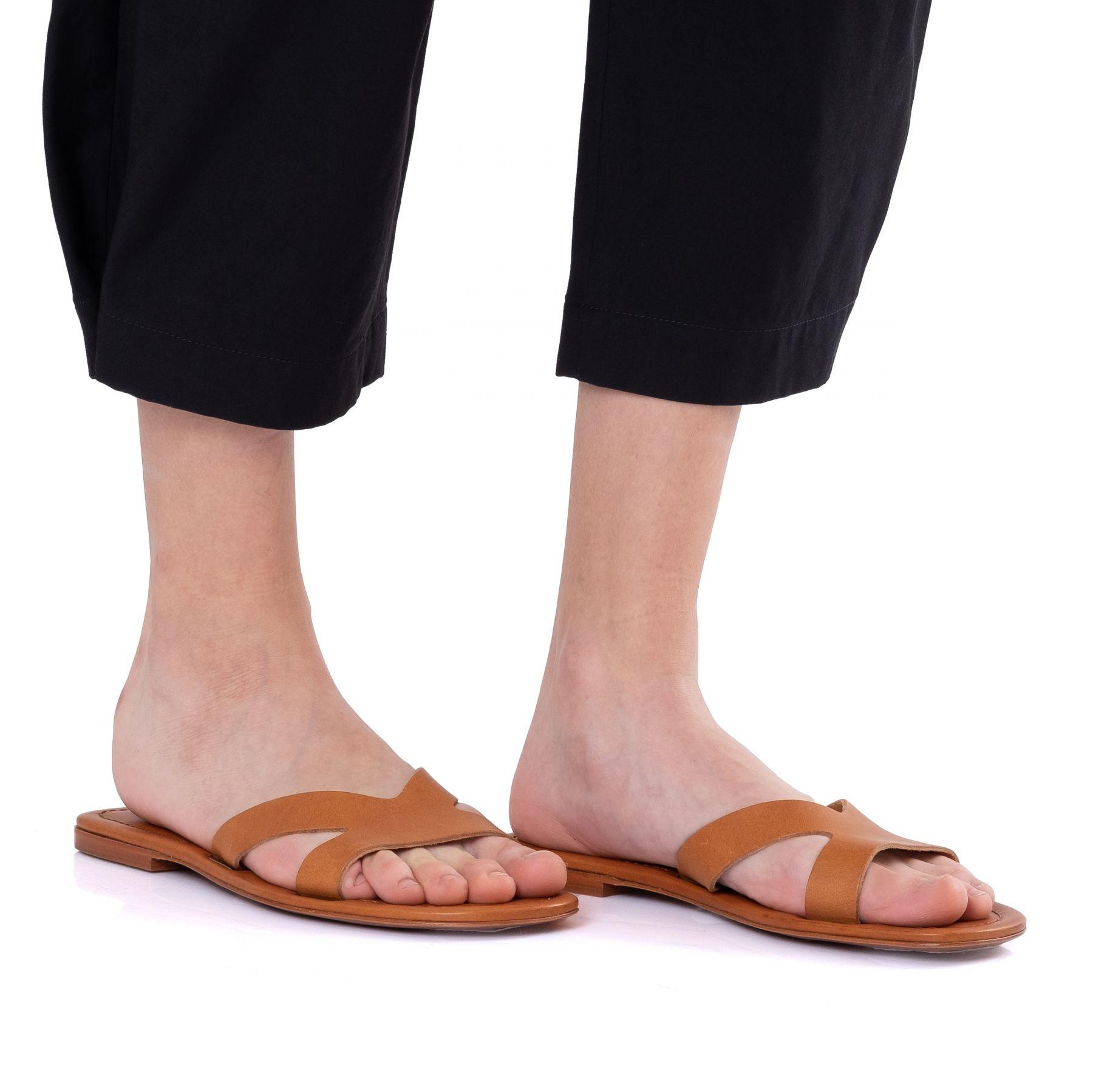 Шлепанцы Kenzo OPANKA коричневые
