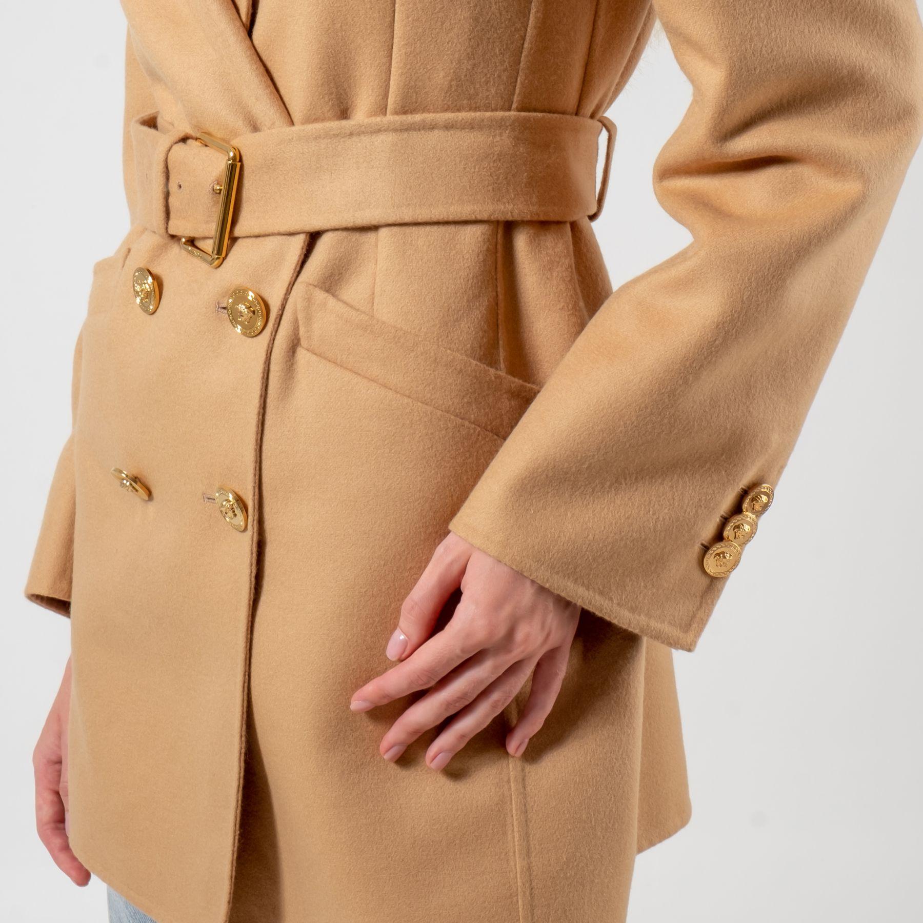 Пальто Versace бежевое